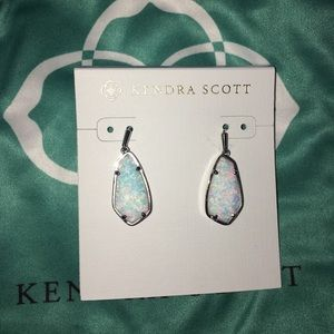 Kendra Scott Camelia earrings